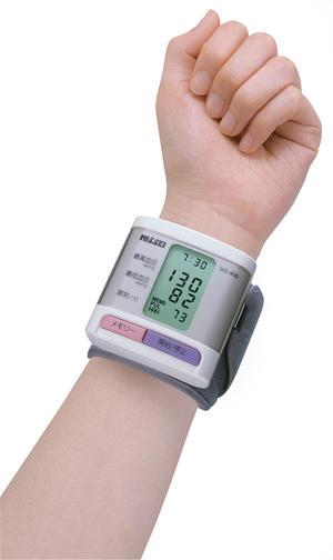 コンパクト手首式デジタル血圧計 KHB-504画像01