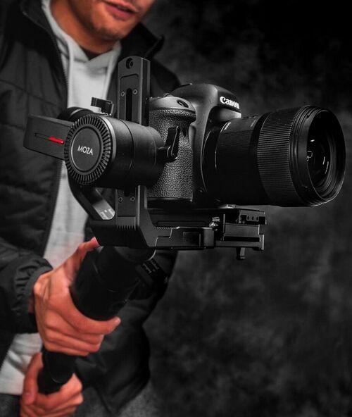 一眼レフ/ミラーレスカメラ用ジンバル MOZA Air 2