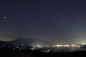 富士山に沈むオリオン座.jpg