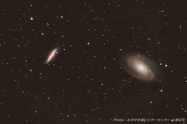 M81 おおぐま座渦巻き銀河、M82 おおぐま座葉巻銀河